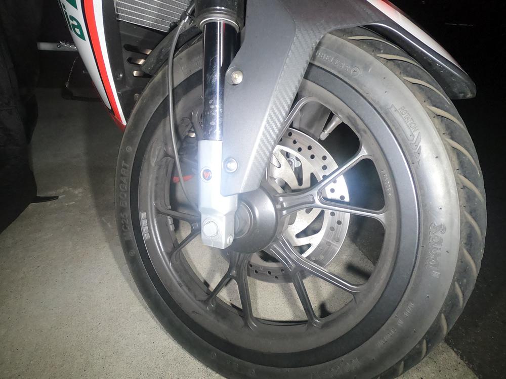 RS4 125のフロントタイヤ