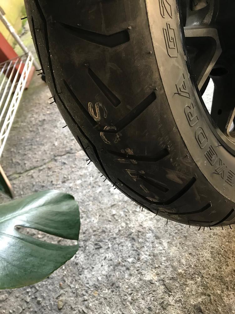 交換後のボルトのリアタイヤ