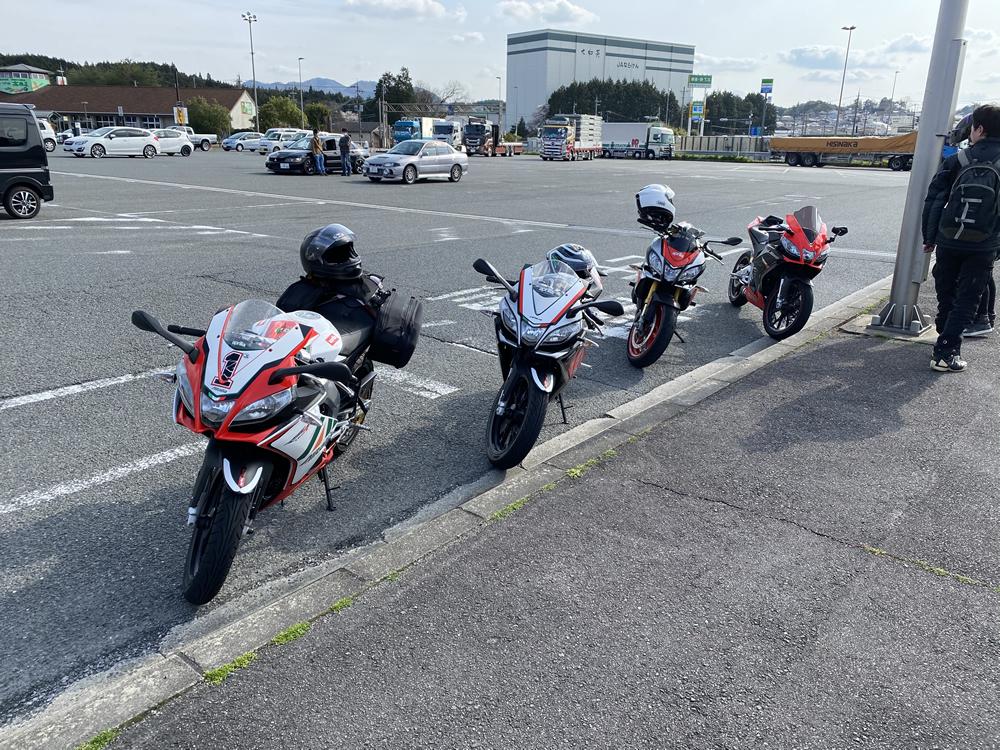 大阪のRS4オーナー3人と愛知からお越しだったトゥオーノ V4オーナーの4人で青山高原ツーリング その14
