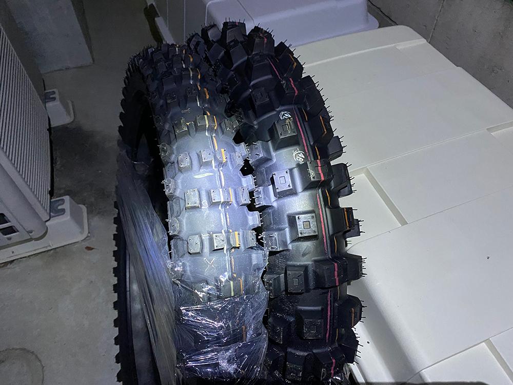 Z-WHEELとハードエンデューロ向けタイヤが揃った件 その2
